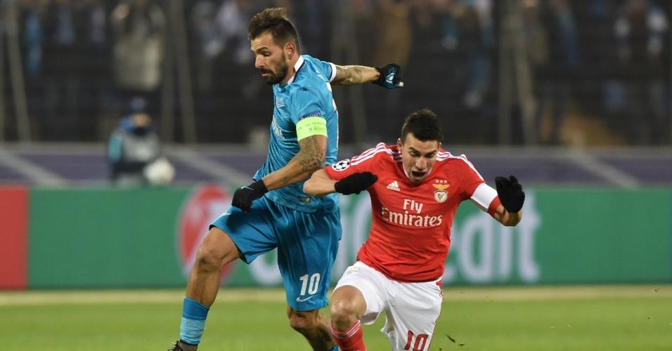 Danny e Gaitán disputam lance no confronto entre Benfica e Zenit