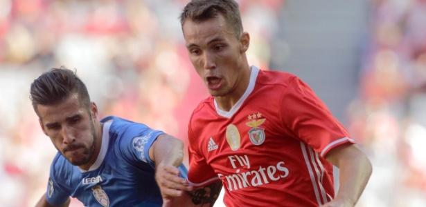 Grimaldo (à dir) está na mira do Manchester City