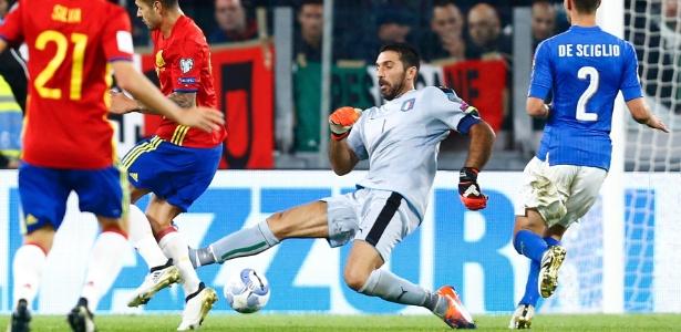 Buffon furou a divida com Vitolo, que marcou o gol da Espanha contra a Itália
