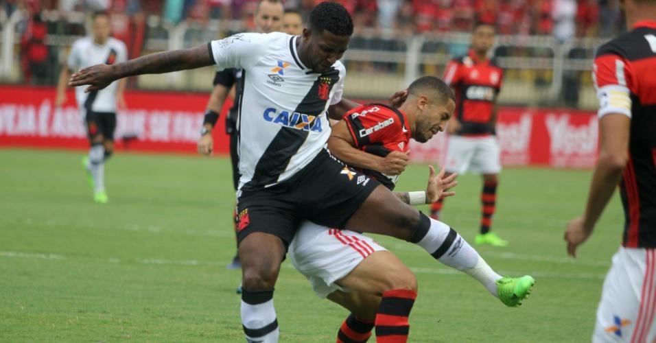 Lance de Vasco x Flamengo, em Volta Redonda, pela semifinal da Taça Guanabara