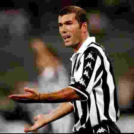 Zinedine Zidane despontou como estrela mundial com a camisa da Juventus, no fim da década de 90 - Reprodução