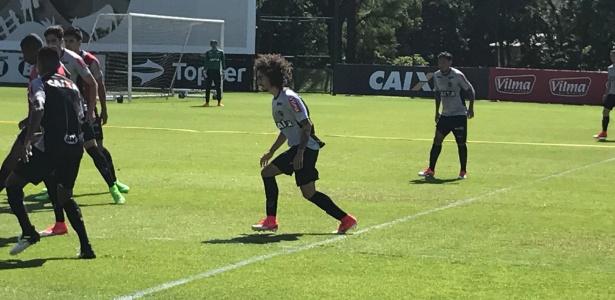 Novo reforço do Atlético-MG, Valdívia treinou pela primeira vez na Cidade do Galo - Victor Martins/UOL Esporte