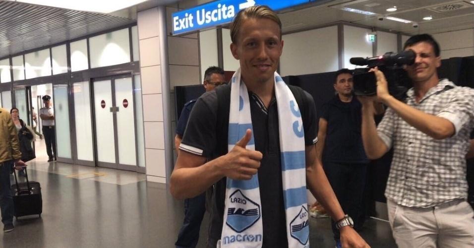 Lucas Leiva desembarca em Roma para assinar com a Lazio