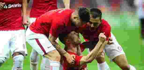 Lopez, Sasha e Uendel comemoram gol do Internacional sobre o Oeste - Ricardo Duarte/Divulgação