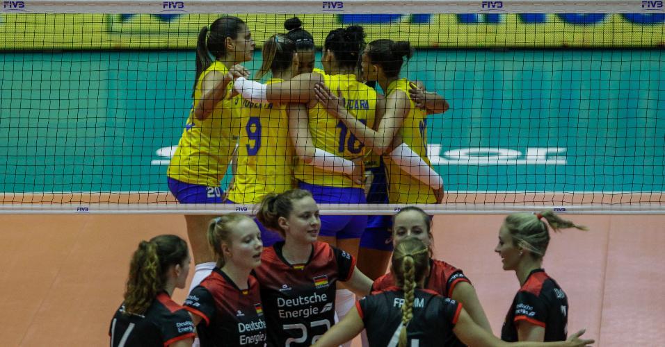 Brasil comemora ponto sobre a Alemanha em jogo pela Liga das Nações, em Barueri