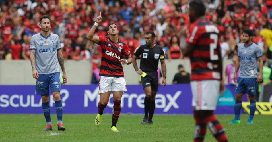 Henrique Dourado comemora gol do Flamengo contra o Cruzeiro pelo Brasileirão