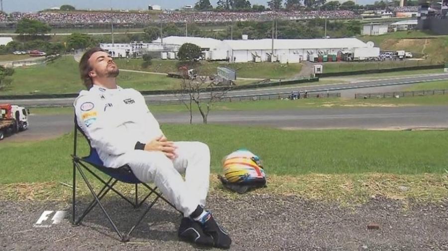 Famosa cena do abandono de Fernando Alonso em treino do GP do Brasil de 2015 - Reprodução