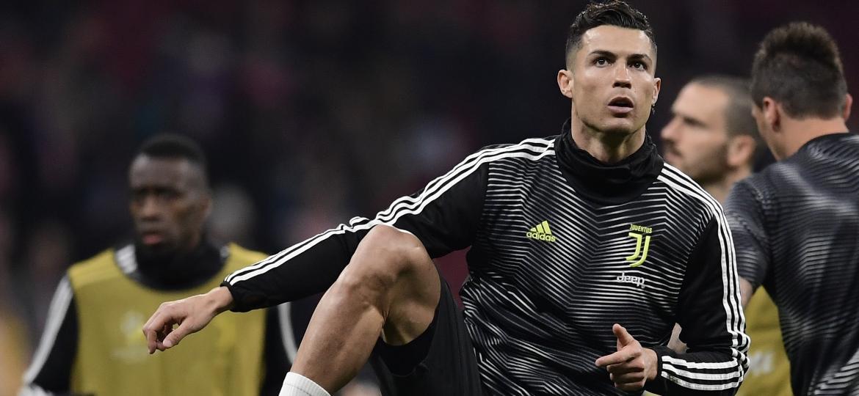 Cristiano Ronaldo pode dar adeus à Champions League deste ano ainda na fase oitavas de final - JAVIER SORIANO / AFP