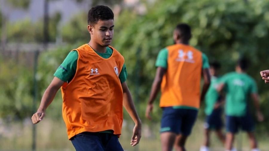 Miguel em treinamento com o elenco profissional do Fluminense terá multa milionária - Divulgação