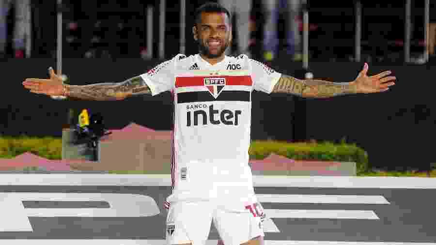 Daniel Alves chegou com moral elevada ao São Paulo após carreira vitoriosa no futebol europeu - Alan Morici/AGIF