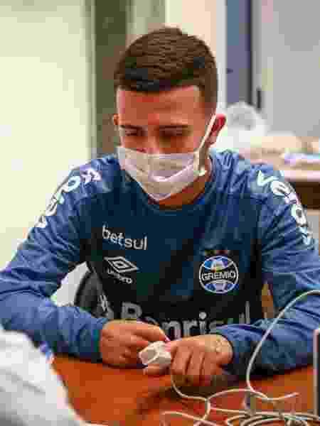Matheus Henrique, volante do Grêmio, faz teste para o novo coronavírus antes de treino no CT - Lucas Uebel/Grêmio FBPA - Lucas Uebel/Grêmio FBPA