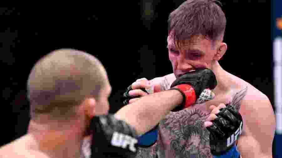 Alex Morono golpeia Rhys McKee durante luta do UFC - Jeff Bottari/Zuffa LLC