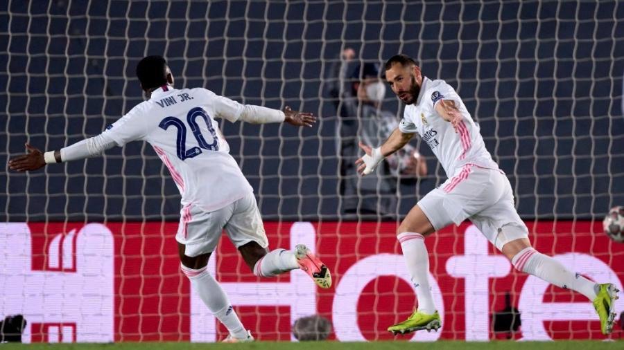 Karim Benzema comemora seu gol pelo Real Madrid contra a Atalanta pela Liga dos Campeões - Diego Souto/Quality Sport Images/Getty Images