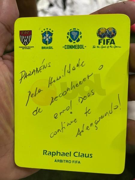 Árbitro Raphael Claus presenteou o atacante Hulk, do Atlético-MG, com um cartão amarelo - Arquivo Pessoal