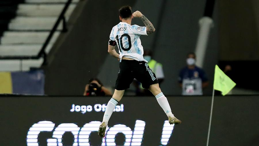 Messi marcou em cobrança de falta na estreia argentina na Copa América - Getty Images