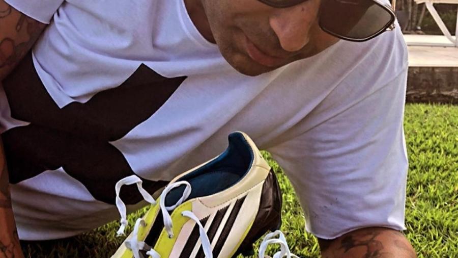 Emerson Sheik posta foto com chuteira que usou na final da Libertadores de 2012 - Instagram