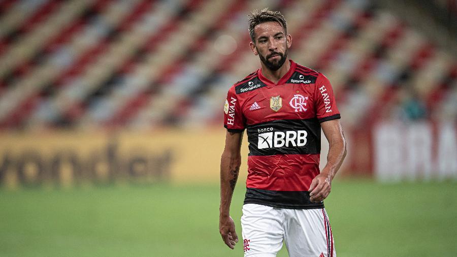 Isla em ação pelo Flamengo diante do Grêmio, no Maracanã - Jorge Rodrigues/AGIF