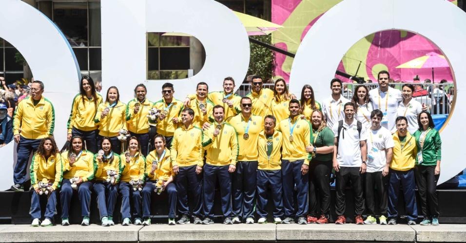 Equipe brasileira de judô exibe as medalhas conquistadas nos Jogos Pan-Americanos. Delegação volta para o Brasil na noite desta quarta-feira
