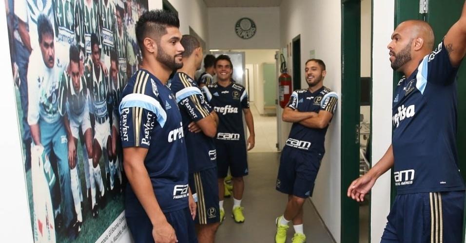Jogadores do Palmeiras se reúnem durante o primeiro dia da pré-temporada