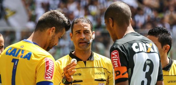 cda19f2f13 Fábio volta ao gol do Cruzeiro em clássico cinco dias após morte de ...