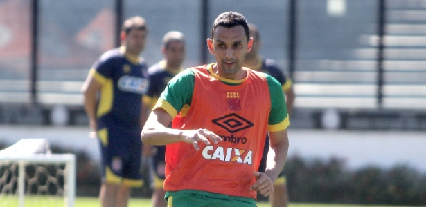 Zagueiro Rafael Marques em ação em treino do Vasco