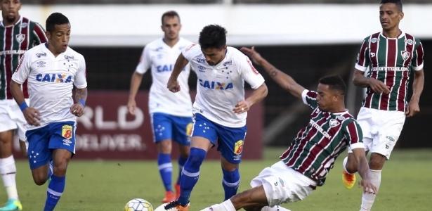 Lance entre Fluminense e Cruzeiro, no estádio Giulite Coutinho