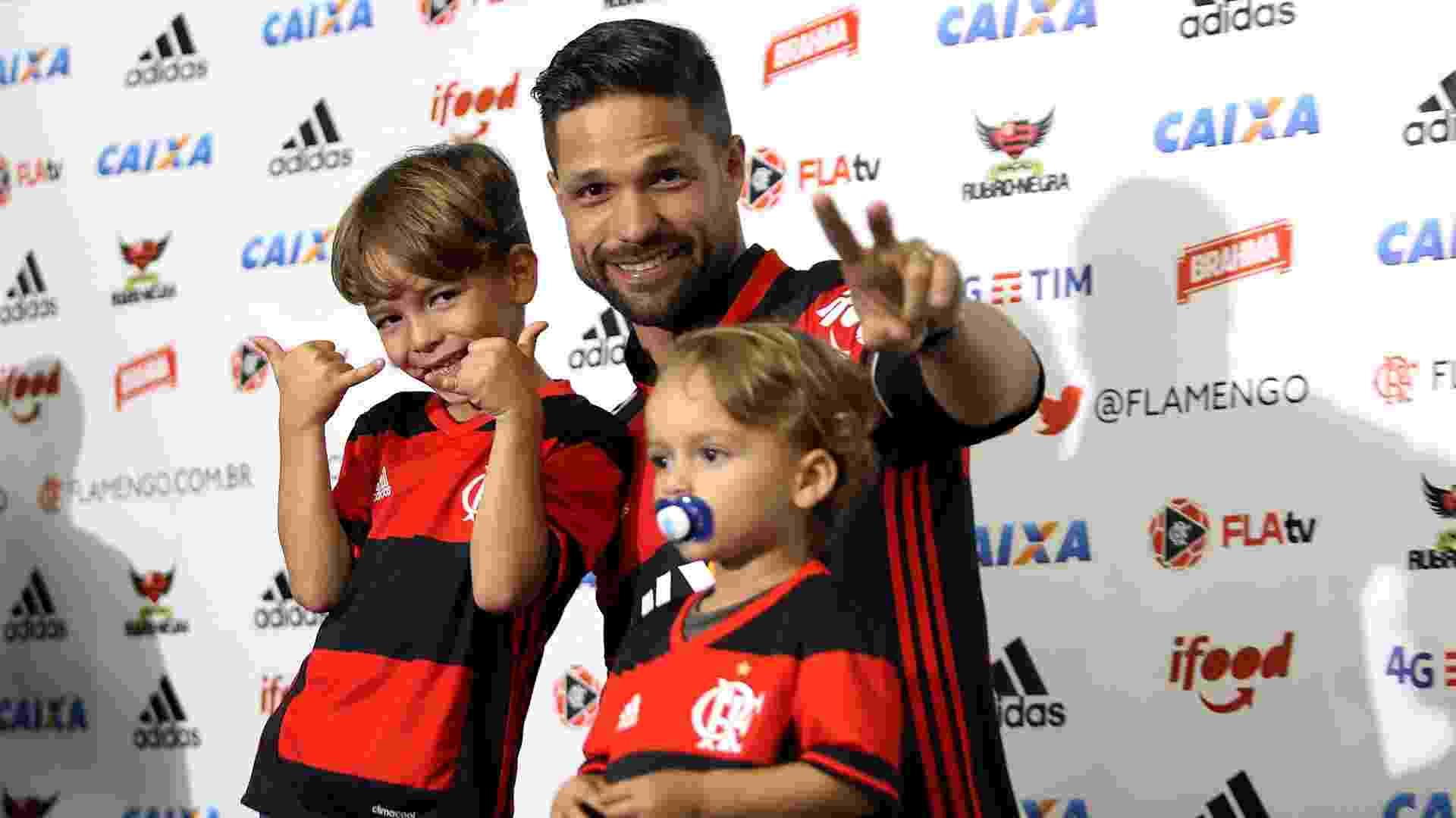 Após um dia de festa, Diego finalmente vestiu a camisa do Flamengo - Júlio César Guimarães/ UOL