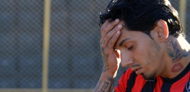 Victor Ramos atuando pelo Vitória ainda causa polêmica entre Internacional e CBF