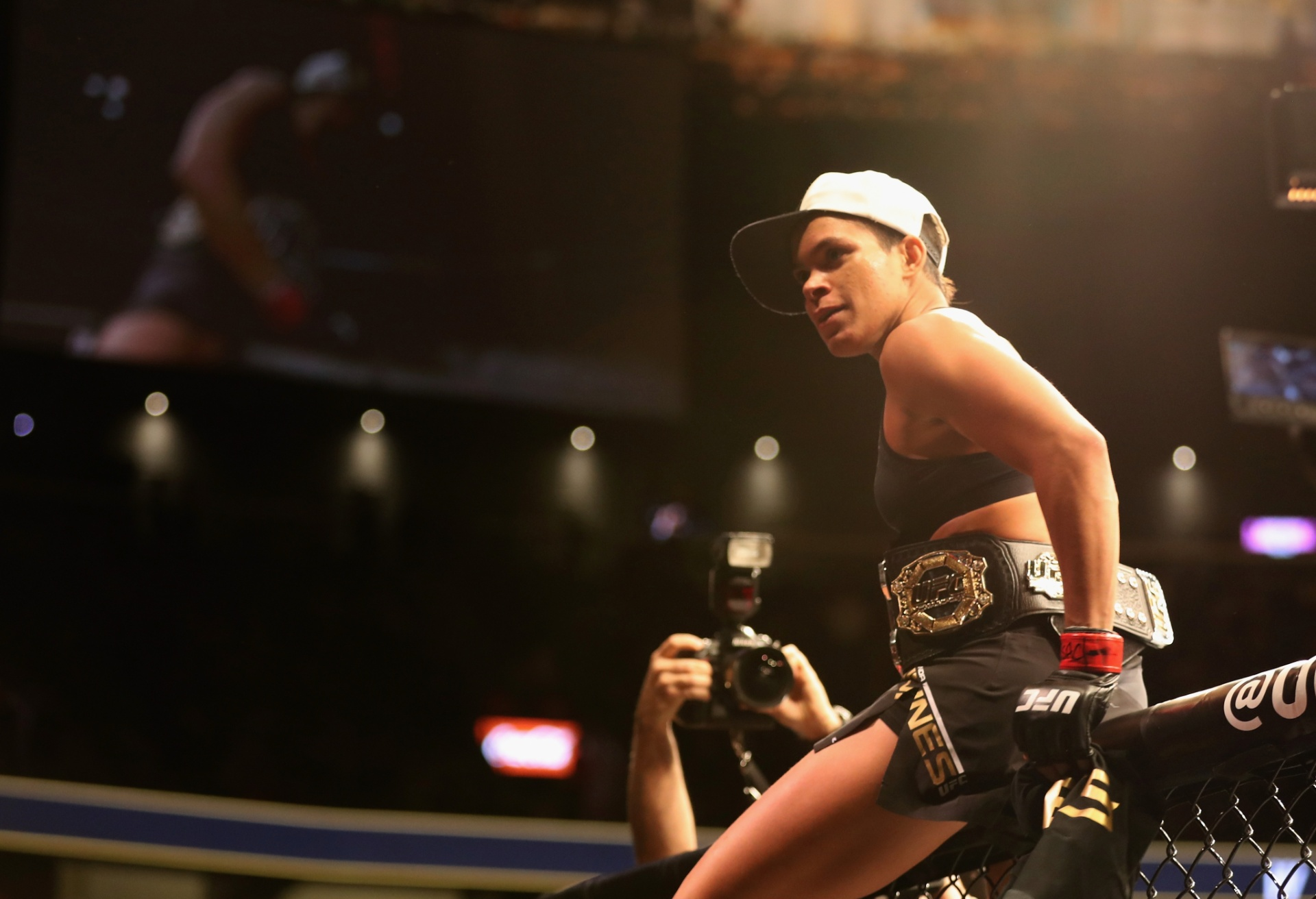 Especial - Amanda Nunes comemora vitória contra Ronda