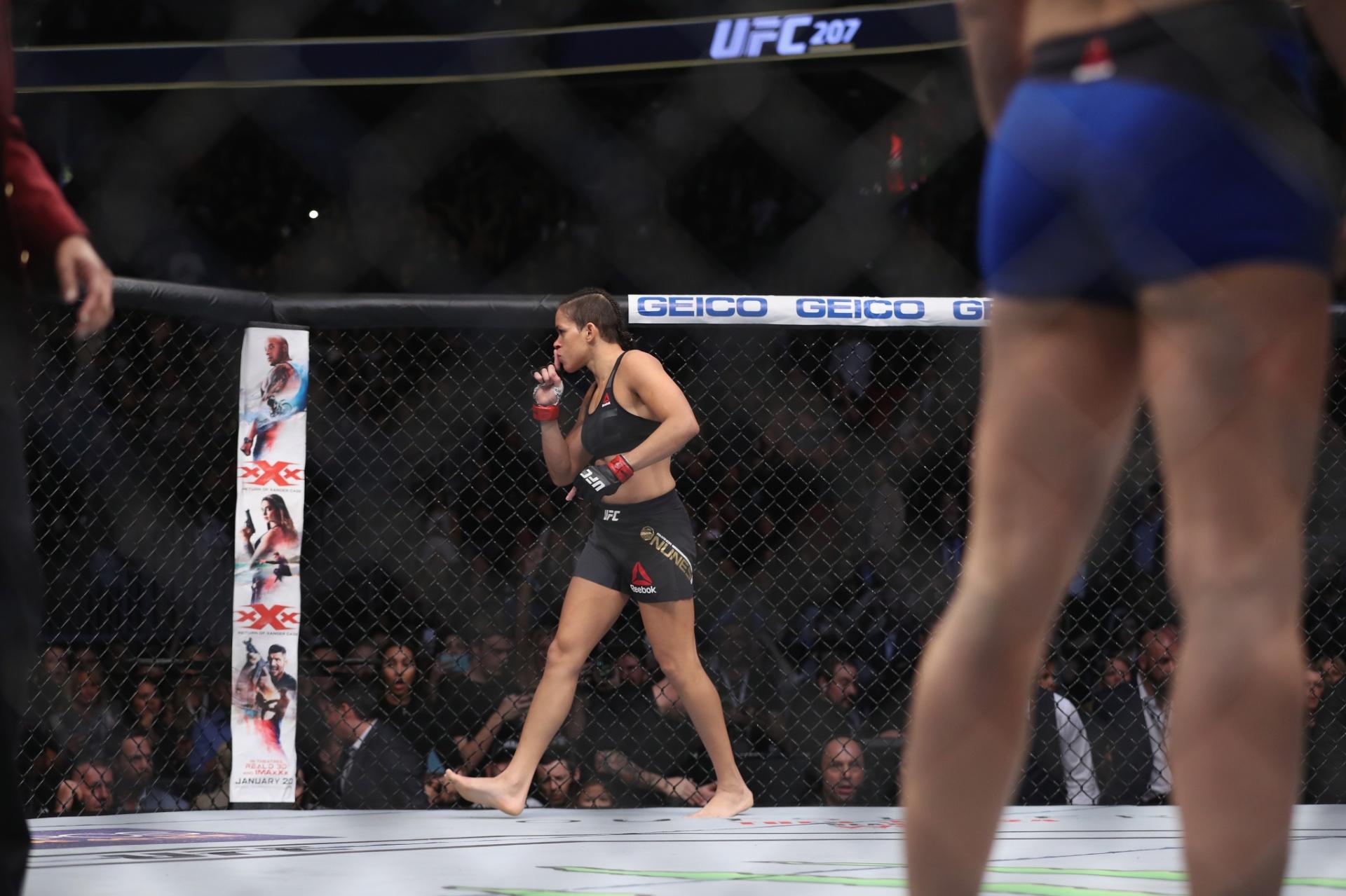 Especial - Amanda Nunes pede silêncio para a torcida depois de vencer Ronda Rousey no UFC