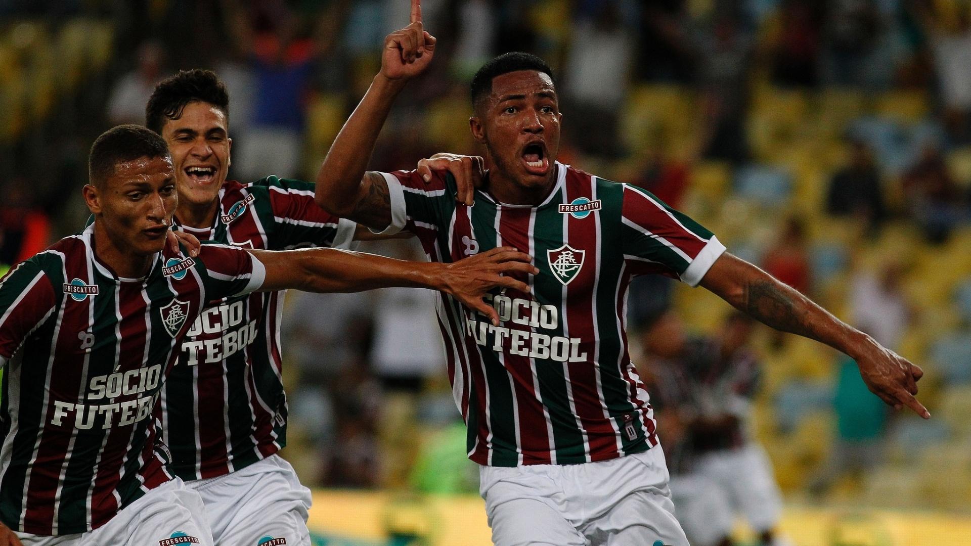 Nogueira festeja ao marcar para o Fluminense contra o Goiás