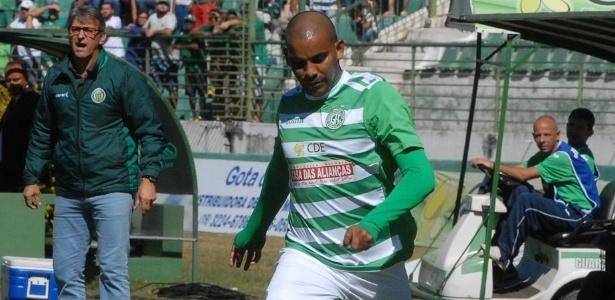 Gilton, lateral esquerdo do Guarani, recupera-se de lesão
