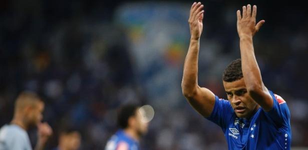 Alisson pede o apoio dos torcedores do Cruzeiro no Mineirão; clube quer renovar