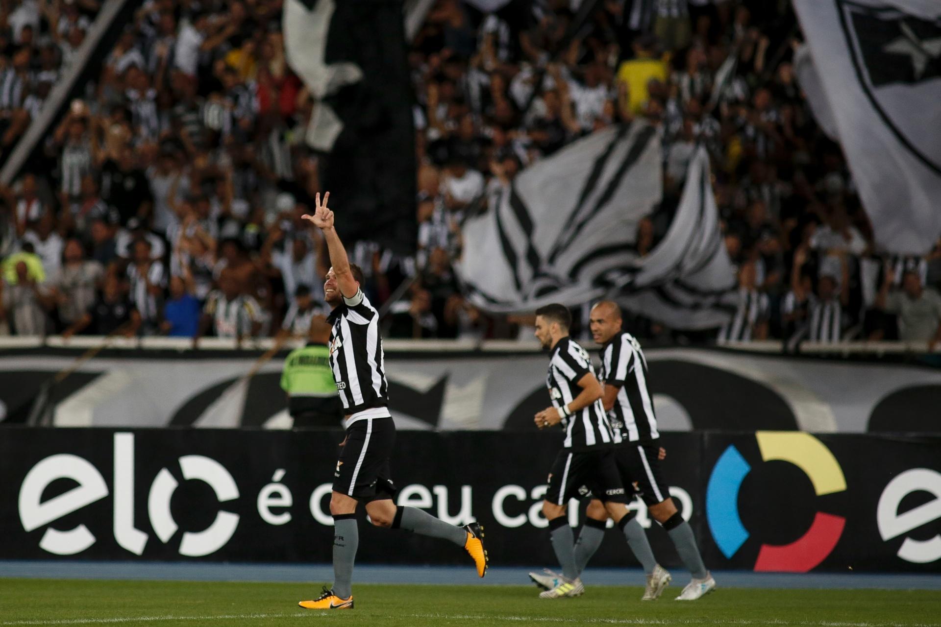 4fbdab64fe068 Botafogo faz 3 no