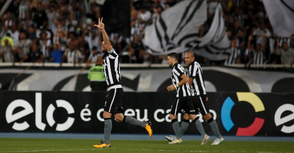 Joel Carli comemora gol do Botafogo contra o Atlético-MG pela Copa do Brasil