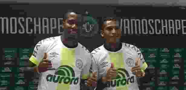 Penilla (à esquerda) e Guerrero (à direita) agora integram quarteto de sul-americanos à serviço da Chape; contratações são tendência do trabalho de Rui Costa no clube - Daniel Fasolin/Colaboração para o UOL