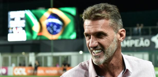 O técnico Vagner Mancini acompanha o jogo entre Corinthians e Vitória - André Yanckous/AGIF