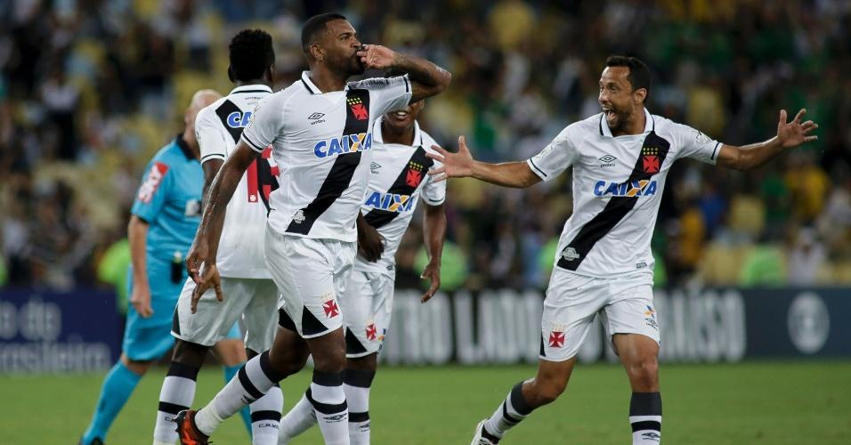 Breno comemora gol do Vasco contra o Vitória