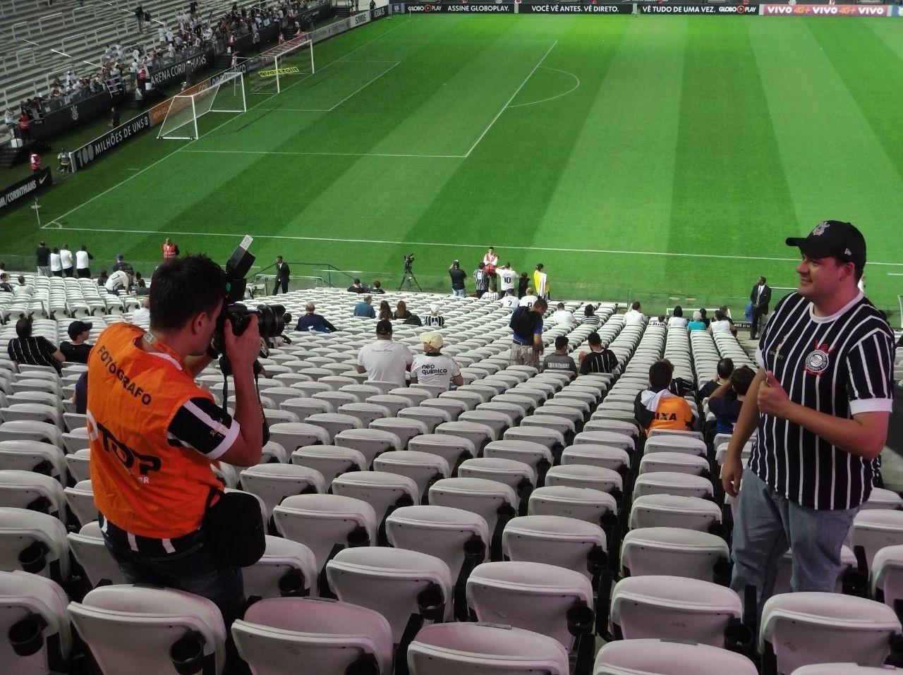 Arena Corinthians oferece um serviço de fotos dos torcedores nas arquibancadas.