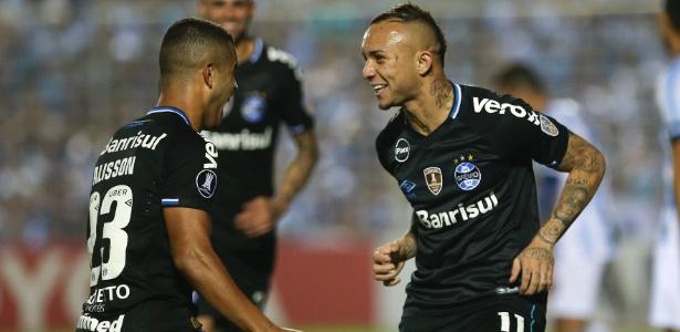 Alisson (esq) e Everton marcaram os gols do Grêmio diante do Tucumán-ARG