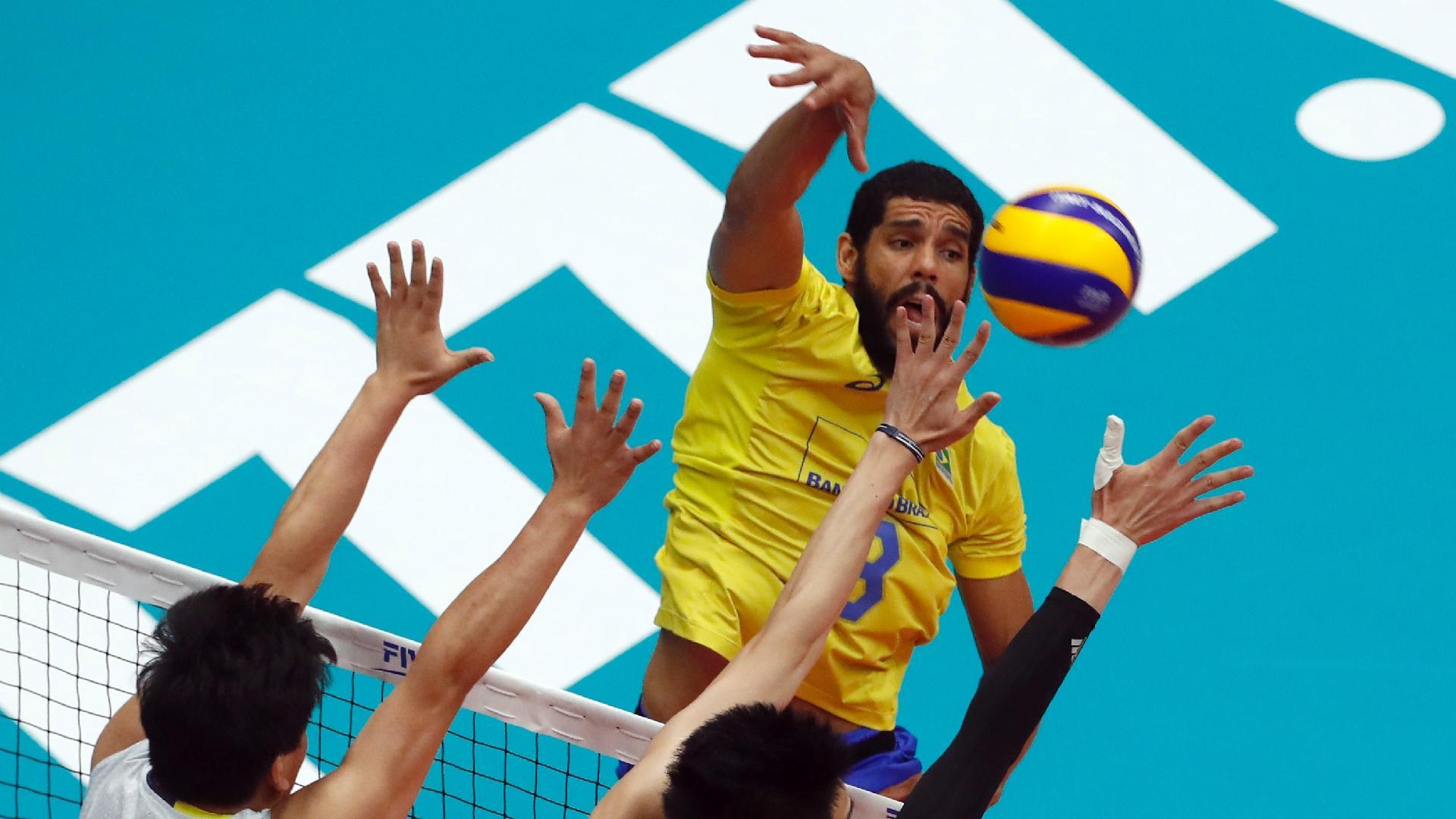 Wallace ataca o bloqueio chinês na partida pelo Mundial Masculino de Vôlei