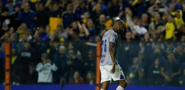 Dedé foi expulso após se chocar com o goleiro do Boca Juniors - Demian Alday/Getty Images