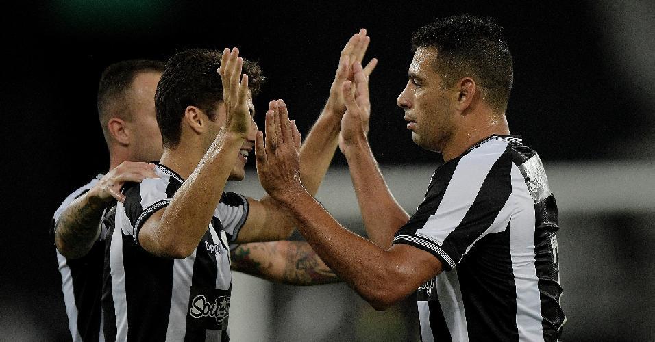 Diego Souza comemora gol do Botafogo contra a Portuguesa-RJ