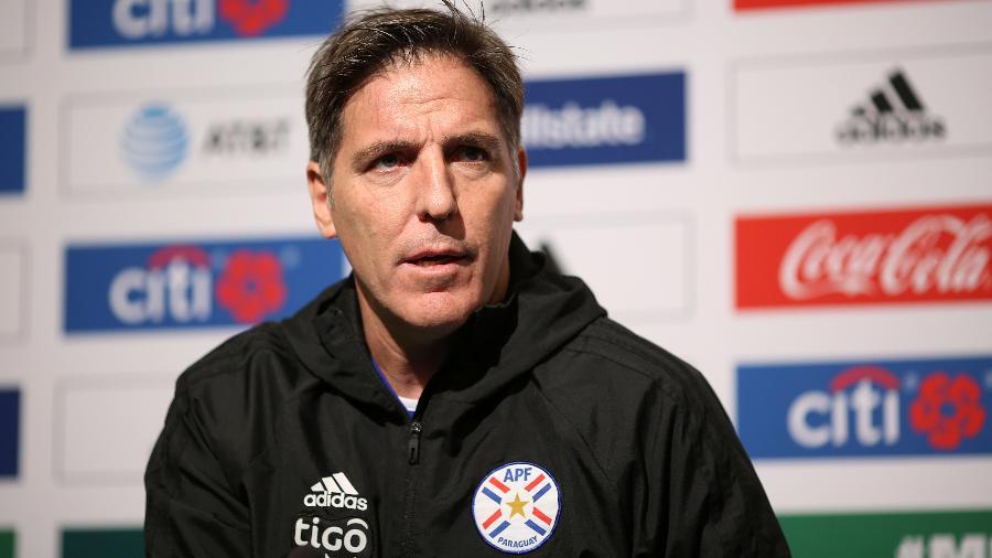 Eduardo Berizzo, técnico do Paraguai, concede entrevista coletiva - Omar Vega/Getty Images
