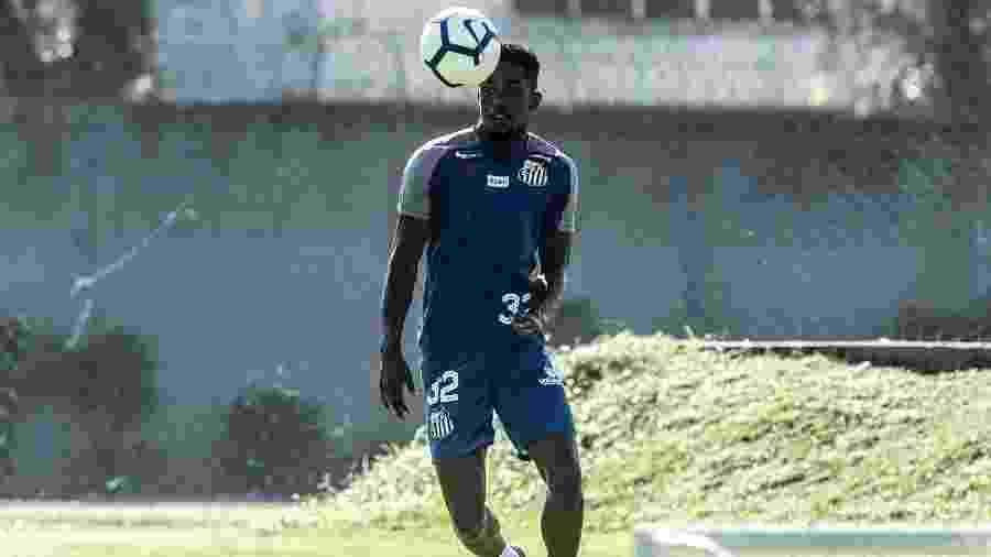 Caju em treinamento no CT do Santos - Ivan Storti/Santos FC
