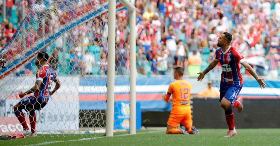 Gilberto comemora gol do Bahia contra o Fortaleza