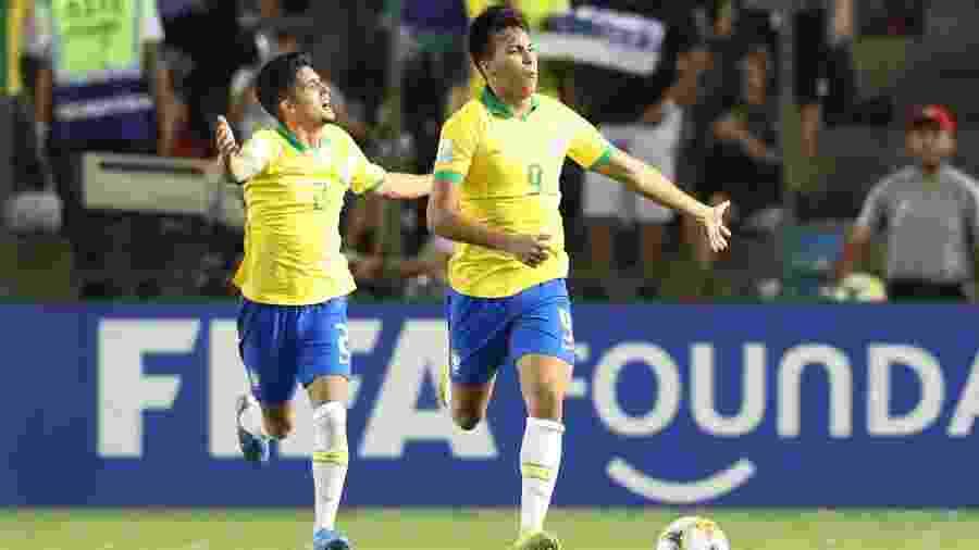 Kaio Jorge comemora gol pela seleção brasileira no Mundial sub-17 e é um dos destaques do torneio - SERGIO MORAES/REUTERS