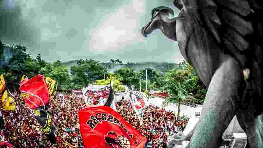 Festa da torcida do Flamengo no embarque para o Peru - Alexandre Vidal / Flamengo