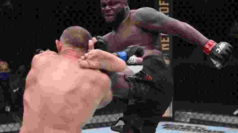 Derrick Lewis, que nocauteou Aleksei Oleinik, na luta em Las Vegas, ontem  - Ag. Fight