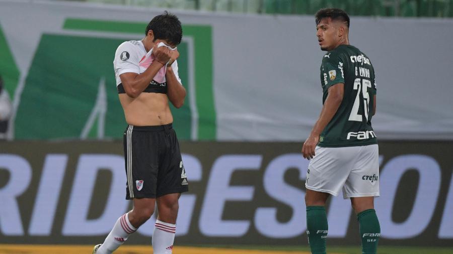 Robert Rojas é expulso durante Palmeiras x River Plate pela semifinal da Copa Libertadores 2020 - NELSON ALMEIDA / POOL / AFP